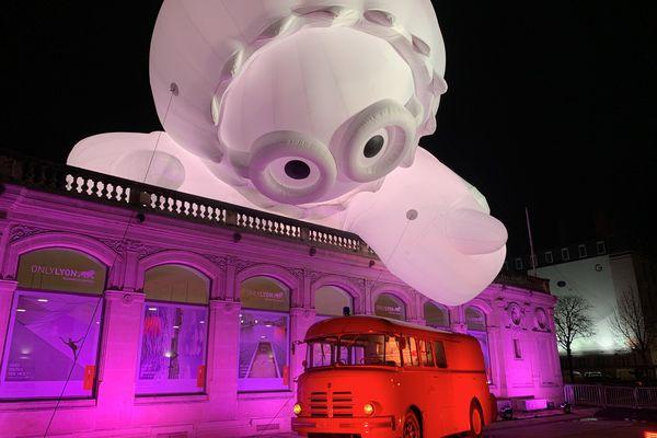 Des Anooki géants ont envahi la place Bellecour, à Lyon