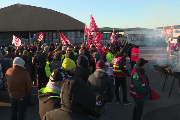 Le rassemblement en soutien aux lanceurs d'alerte, devant le site de Verallia, lundi 20 janvier