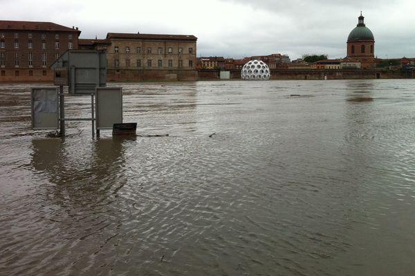 Le quai de la Daurade inondé à Toulouse