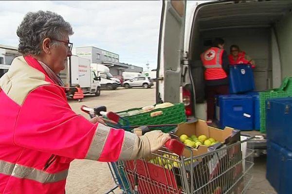 Dans le Gard, la collecte de la banque alimentaire, ce week-end, représente l'équivalent de 250 000 repas pour les plus démunis.Les responsables des gilets orange en appellent aux gilets jaunes installéssur les barrages.