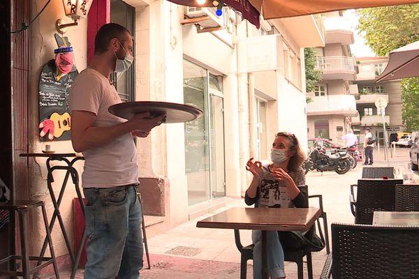 Le port obligatoire du masque à Montpellier rend difficile la communication pour les sourds et malentendants.