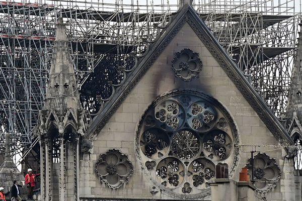 Au lendemain de l'incendie qui a détruit une partie de la cathédrale Notre Dame, les collectivités se mobilisent, et les dons d'entreprises et grandes fortunes françaises dépassent déjà 600 millions d'euros.