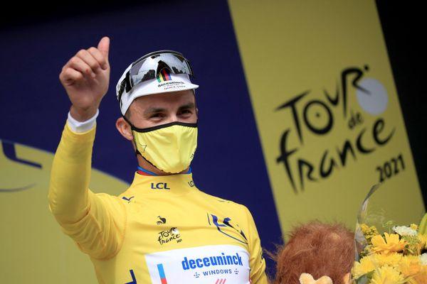Le natif de Saint-Amand-Montrond (Cher) Julian Alaphilippe a remporté la première étape du Tour de France 2021 samedi 26 juin.