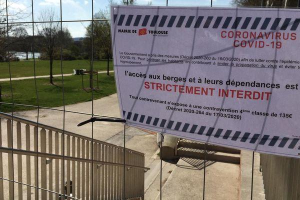 A Toulouse, l'accès aux berges de Garonne reste interdit par arrêté municipal et préfectoral jusqu'au dimanche 23 mai et la consommation d'alcool réglementée sur l'espace public