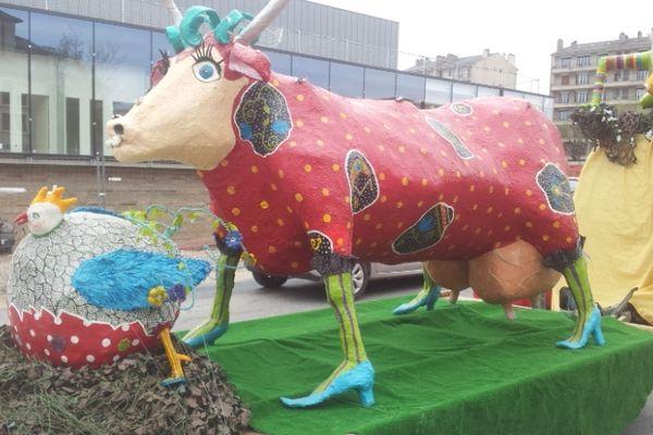 Les vaches aveyronnaises parées pour le défilé