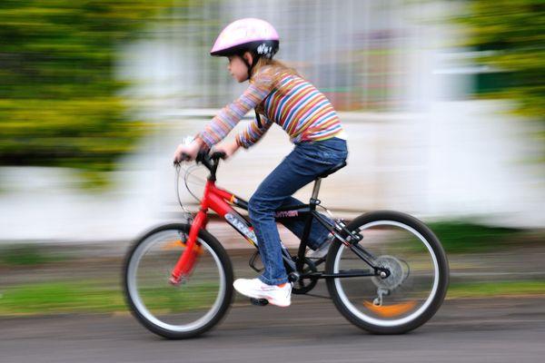 Le port du casque est désormais obligatoire pour tous les enfants de moins de 12 ans.
