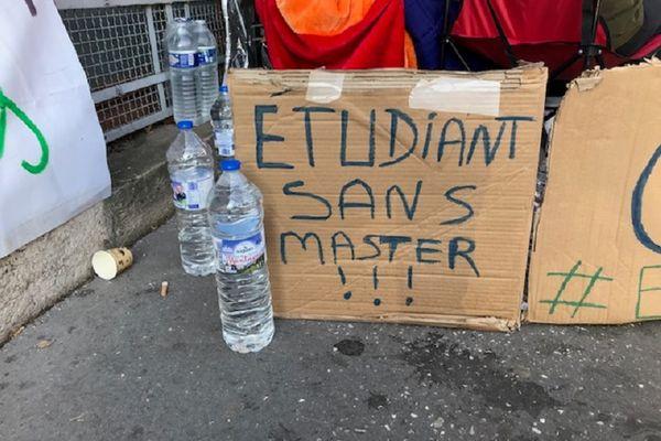 Lyon : épuisé, le deuxième étudiant en grève de la faim, a levé le camp ce mardi 12 octobre 2021