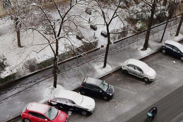 Entre 1 et 3 cm de neige sont attendus globalement en Île-de-France, avec des prévisions de 5 cm localement.