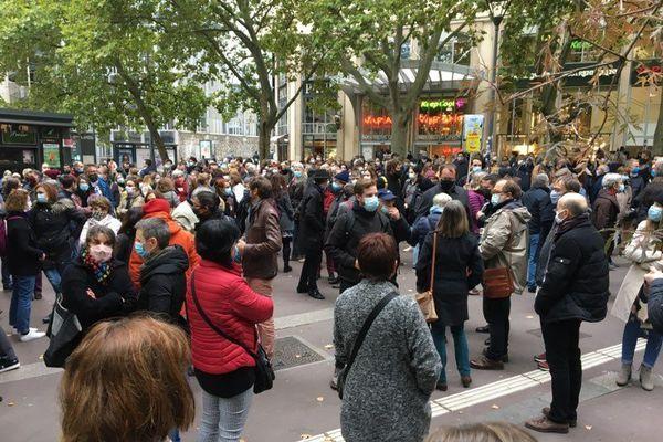 Un rassemblement a eu lieu en mémoire de  Samuel Paty, place Maginot à Nancy