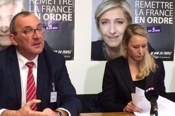 Gilles Pennelle, conseiller régional FN et Marion Maréchal-Le Pen, député FN du Vaucluse en conférence de presse à Fougères