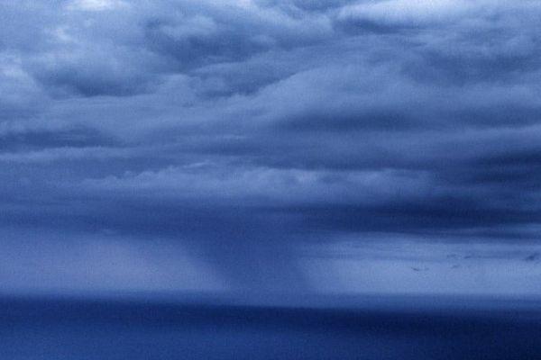 Rideau de pluie sur la Méditerranée