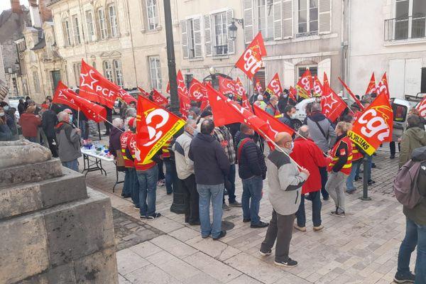 Les manifestants s'étaient réunis ce matin devant le tribunal de commerce