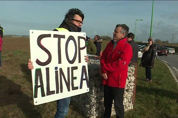Archives 2019 : ils étaient une trentaine de militants présents pour dire stop au projet d'implantation d'Alinéa