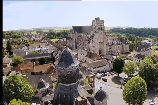 Pour éviter que les jardins de l'abbaye ne restent silencieux en cet été 2020, le festival de Saint Riquier s'est associé à la Fédération musicale de la Somme pour que des harmonies du département viennent y jouer chaque samedi du 4 juillet au 29 août.