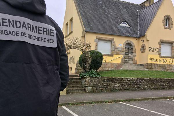 Dégâts sur la maison de la permanence du député LREM didier Le Gac à St Renan (29) en janvier 2019
