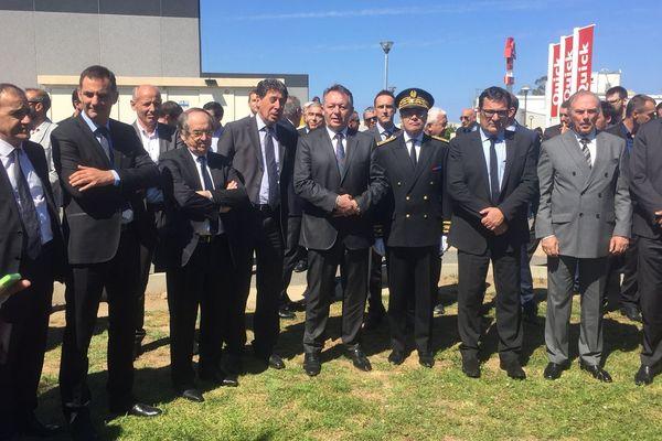 De nombreuses personnes politiques étaient présentes à la cérémonie de commémoration du 5 mai 1992 au stade de Furiani, le 5 mai 2016. Au milieu, Thierry Braillard, secrétaire d'Etat aux Sports.