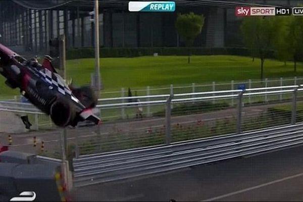 Le crash d'Heifeld en Formula E