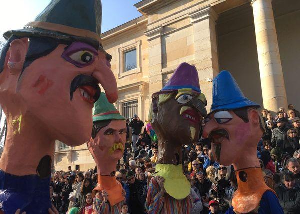 La grande cavalcade internationale dans les rues de Chalon-sur-Saône