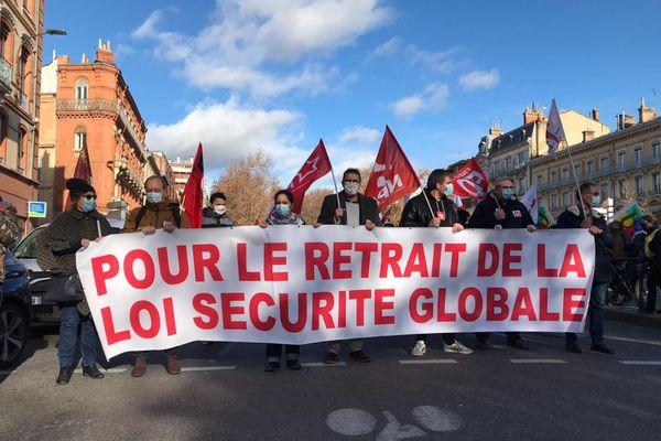 """Manifestation du collectif StopLoiSécurité Globale contre la proposition de la loi""""sécurité globale""""."""