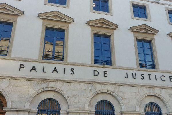 """Douanier renversé dans la Drôme: les suspects ont été mis en examen pour """"tentatives de meurtres"""" et écroués."""