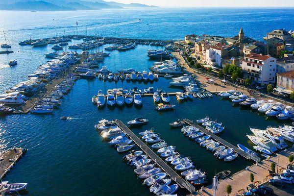 Le port de Saint-Florent (Haute-Corse) a été distingué du Pavillon Bleu 2018 pour sa démarche environnementale.