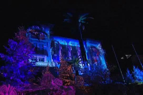 Son et lumières face à la mairie du Cannet samedi soir.
