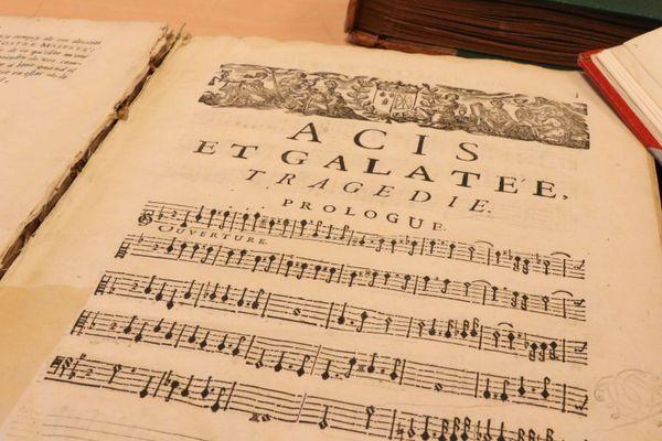 Le plus vieux document de la bibliothèque musicale : Acis et Galatée de Lully.