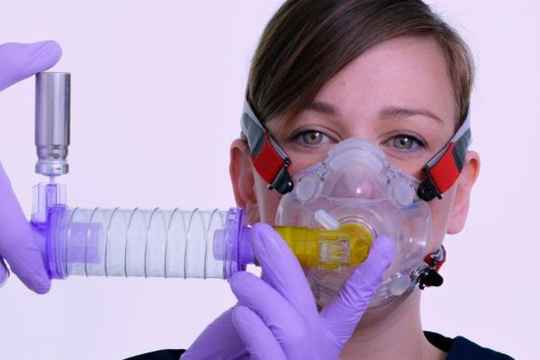 Face à la pandémie de Covid-19, la demande de tubes a été multipliée par 4.