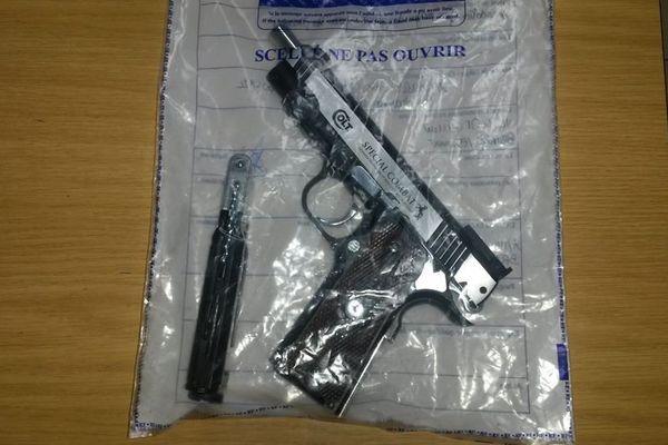 L'arme retrouvé par la gendarmerie lors de la perquisition.