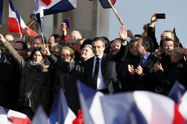 L'ancien Premier ministre et président du conseil régional de Pays de la Loire s'est exprimé une trentaine de minutes devant plusieurs milliers de militants.