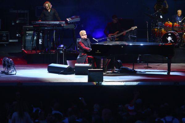 En 2016, Elton John était invité sur la scène du festival Les Déferlantes.