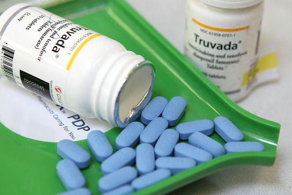 Remboursé depuis 2016 en France, le protocole PrEP (prophylaxie pré-exposition) et sa molécule, le Truvada ont complètement changé la donne en matière de prévention du Sida