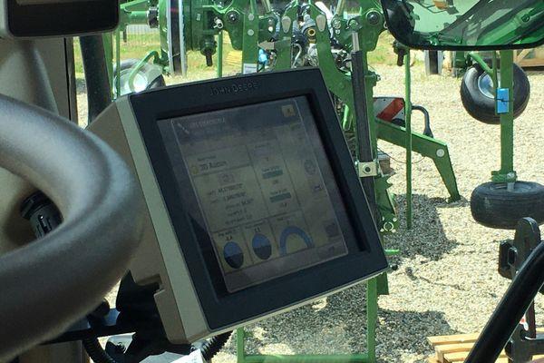 Une console GPS chez ce concessionnaire d'une marque de tracteurs américaine à Castelculier (82)