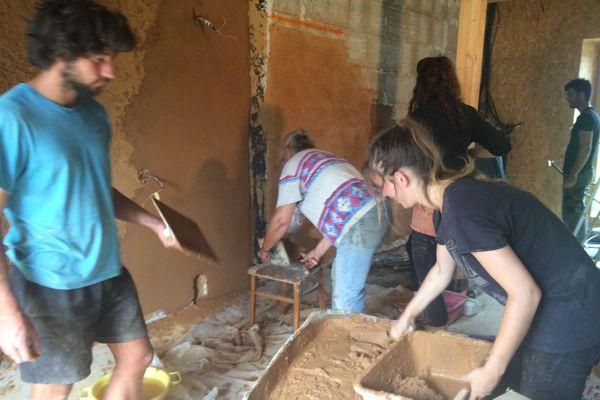 Un chantier participatif pour la restauration des bâtiments