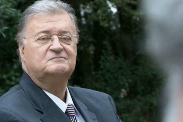 """Georges Frêche lors d'une séance photo pendant la campagne de 2010. Extrait du film d'Yves Jeuland """"Le Président""""."""