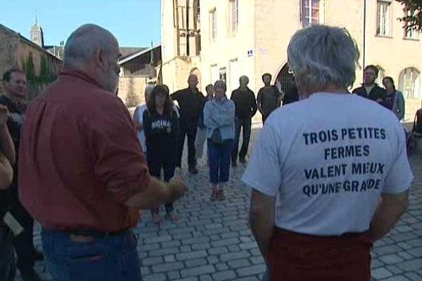 Une cinquantaine d'éleveurs a manifesté mercredi matin à Limoges à l'appel de la Confédération paysanne