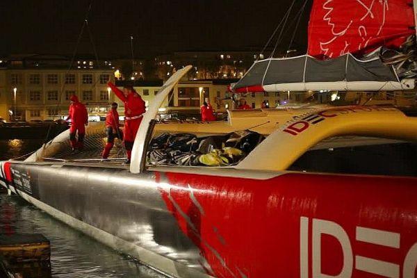 Le skipper Eurélien et ses 5 co-équipiers au départ du Trophée Jules Verge ce dimanche