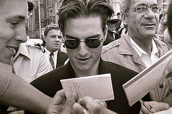 Ouverture du festival du cinéma de Deauville en 1993 :  Tom Cruise et Sydney Pollack prennent un bain de foule