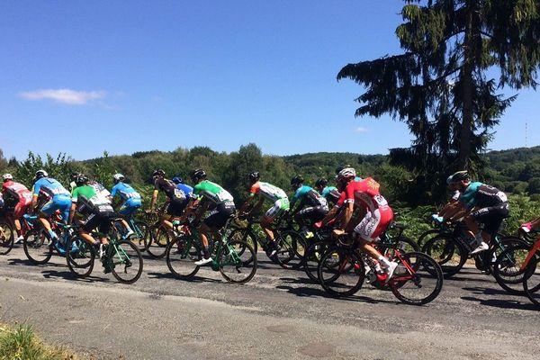 Les coureurs du tour du Limousin sur les routes creusoises