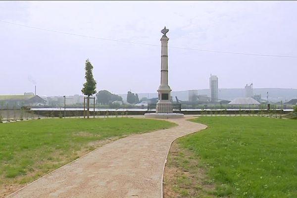 La colonne Napoléon en bord de Seine à Val de la Haye, en aval de Rouen