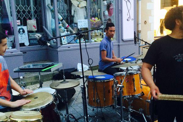 Le maloya un style de musique de l'ile de la Réunion joué par le groupe TKJM à Château-Gontier