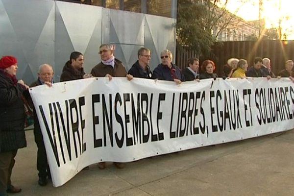 Rassemblement de citoyens sur l'île de Nantes