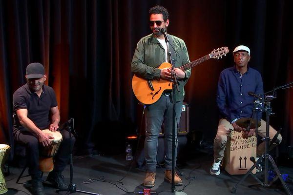 Youness Ouatiq, entouré de Karim Beguidja et Kader Merouani.