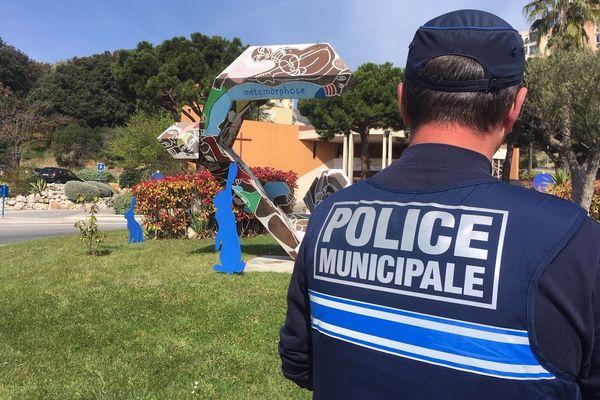 La police municipale a relevé des informations en vue d'une enquête, vendredi 19 avril 2019.