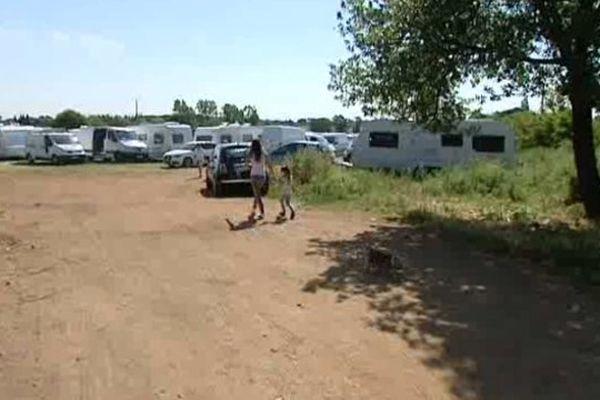 Villeneuve-lès-Maguelone (34) - 130 caravanes évangélistes s'installent sur un terrain de la commune - 6 juin 2013.