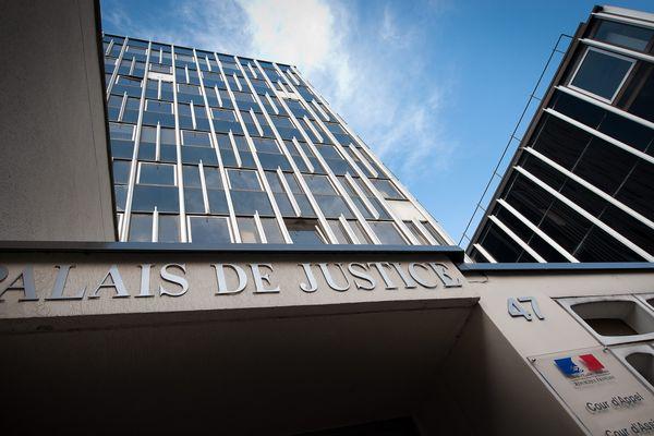 Le palais de justice de Douai