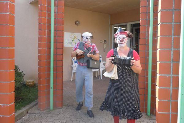 Visite des clowns Bibeu et Humphrey à l'Ehpad de Nexon (Haute-Vienne)