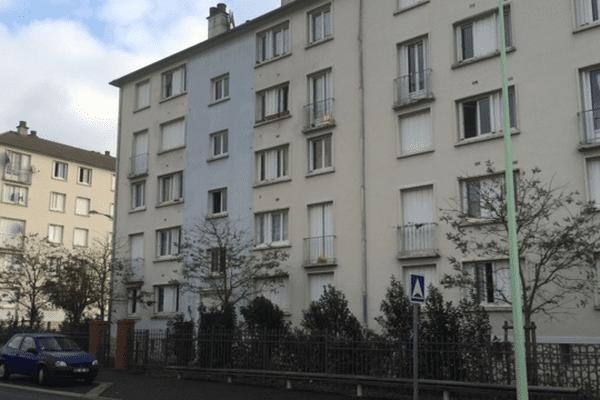 C'est dans cet immeuble de Montargis (Loiret) que les armes ont été découvertes.