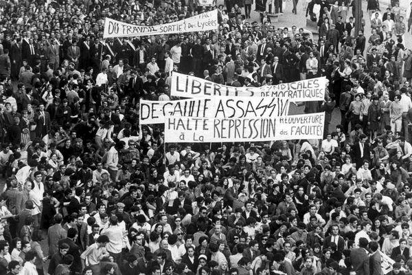 """Marseille en mai 1968 - Reproduction d'une Photo """"LE PROVENCAL"""""""