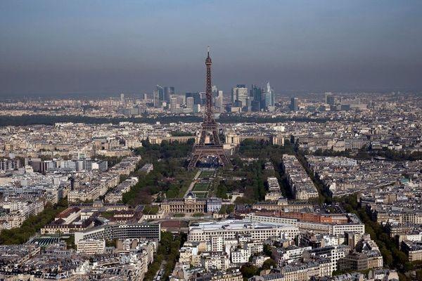 Les premiers coureurs devraient arriver vers 20h30 sur les Champs-Elysées.
